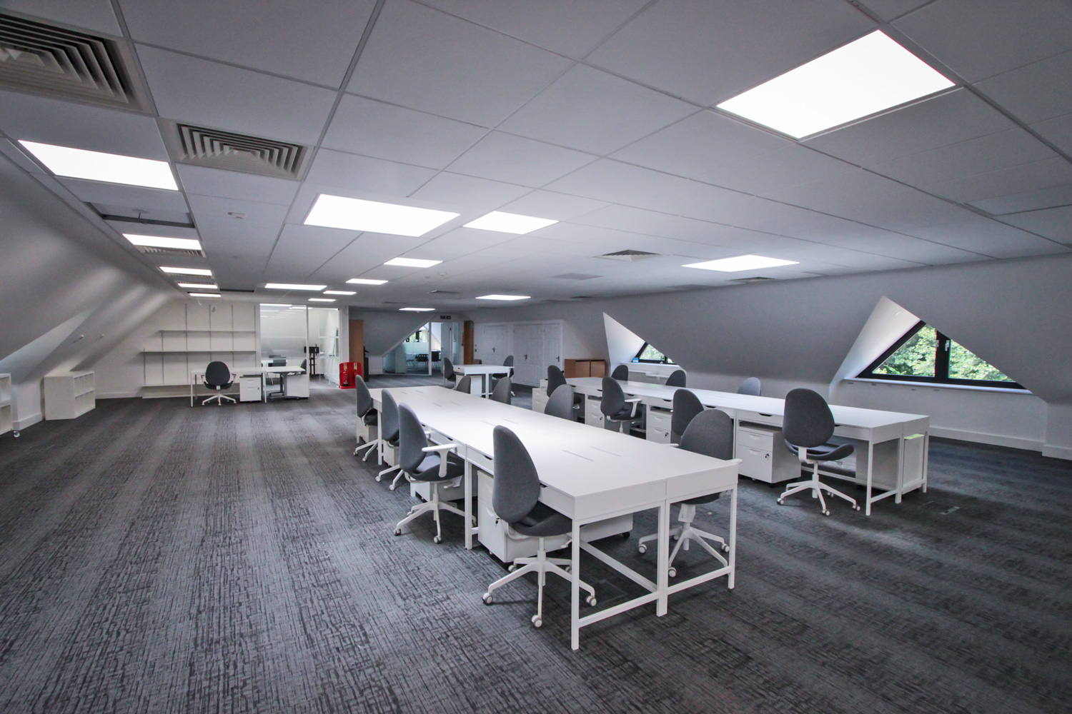Grade A open plan office at Tanshire Park Surrey Business Park - To Rent in Oak House